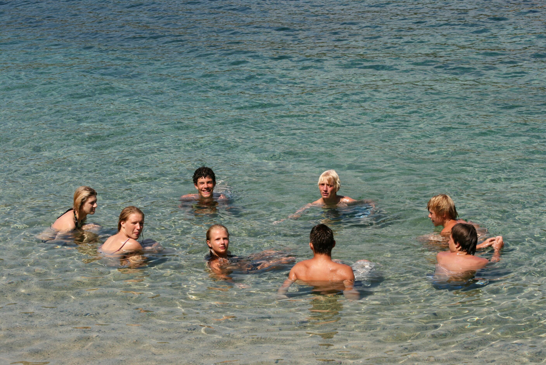 nackt schwimmen jugendliche