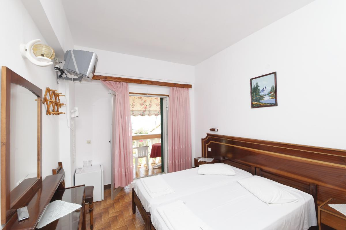 zimmer agios georgios korfu mit fr hst ck. Black Bedroom Furniture Sets. Home Design Ideas