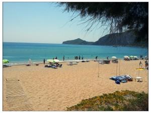 Agios Georgios = 3 Km Sandstrand