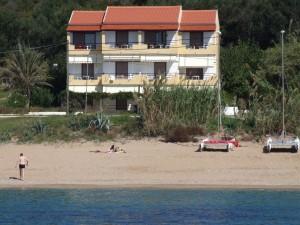 Der Weg zum Meer ist frei;) Haus Vasili in direkter Strandlage