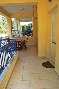 Balkon und Eingangsbereich Appartement Delfini