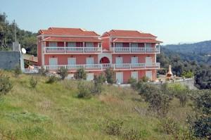 Außenansicht Ferienhaus Irini (rechts) und Ferienhaus Angeliki (links)