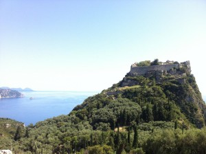 Imposant die byzantinische Burg Angelokastro bei Korfu