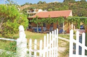 Ferienhaus Eleni mit Gartenbereich in Agios Georgios