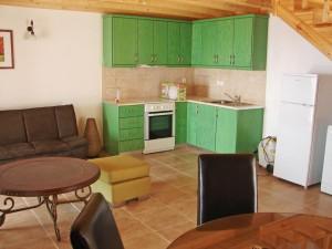 Küchen- und Wohnbereich im Ferienhaus Jannis