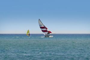 Sportlich auf dem Katamaran in Agios Georgios