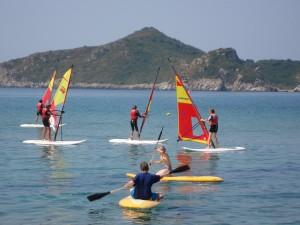 Surfen und paddeln auf Korfu