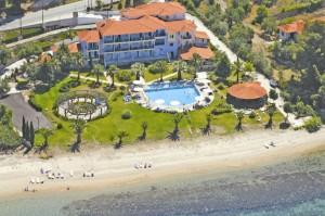 Kleines aber feines Hotel Lily Ann Beach (Pavillon rechts unten ist die Poolbar)