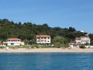 Haus Madgalena (rechts) in direkter Strandlage