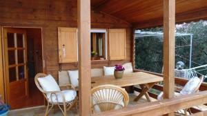 Lädt zum verweilen ein, die Terrasse des Ferienhauses Xila