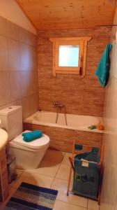 Badezimmer im Ferienhaus Xila in Agios Georgios