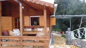 Außenbereich des Ferienhauses Xila in Agios Georgios
