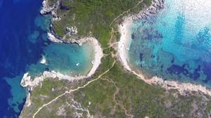 Luftaufnahme der Zwillingsbucht auf Korfu Agios Georgios