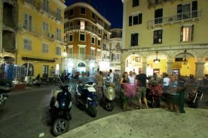 Pulsierendes Leben in Korfu-Stadt (Kerkyra)