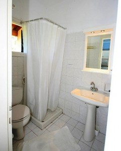Badezimmerbeispiel des Appartements Helena auf Korfu